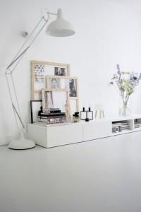 קולקציית תמונות בסלון לבן