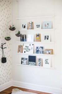 הנחת תמונות בסלון