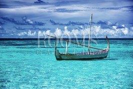 תמונה למשרד סירה מעוצבת שטה בים