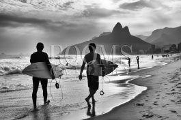 הגולשים תמונה לבית חוף בשחור ולבן